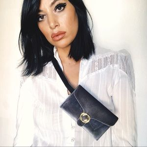 Handbags - Silver Velvet Fanny Pack 🙉💕